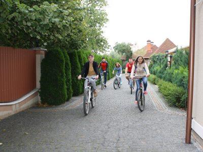 На роботу – на велосипедах ресторан Чарда 2016