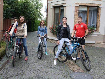 На роботу – на велосипедах ресторан Чарда